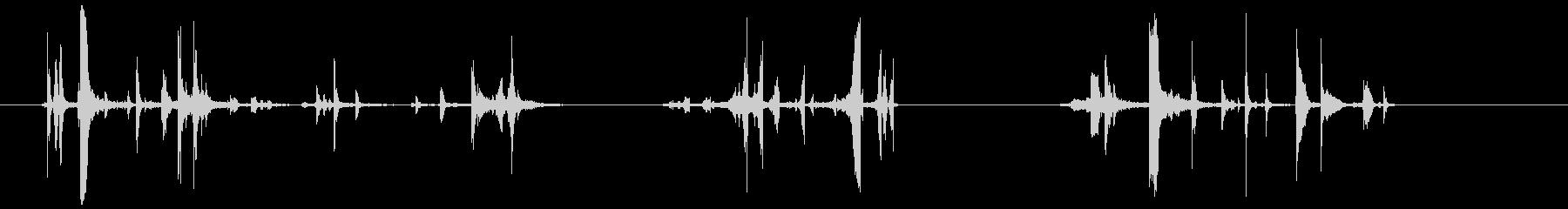 ベルトの金具(カチャカチッチャッ)の未再生の波形