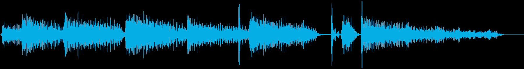 ピアノ・ジャズ・ドラム・ジングルの再生済みの波形