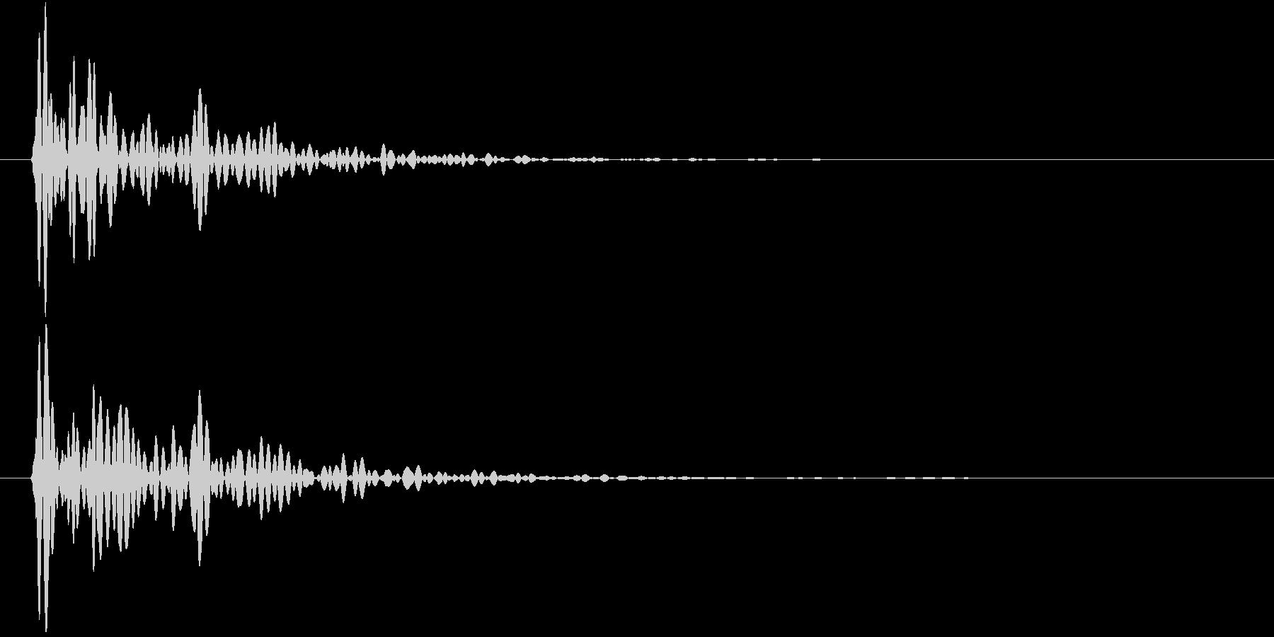 【生録音】テーブルの上に大皿を置く音の未再生の波形