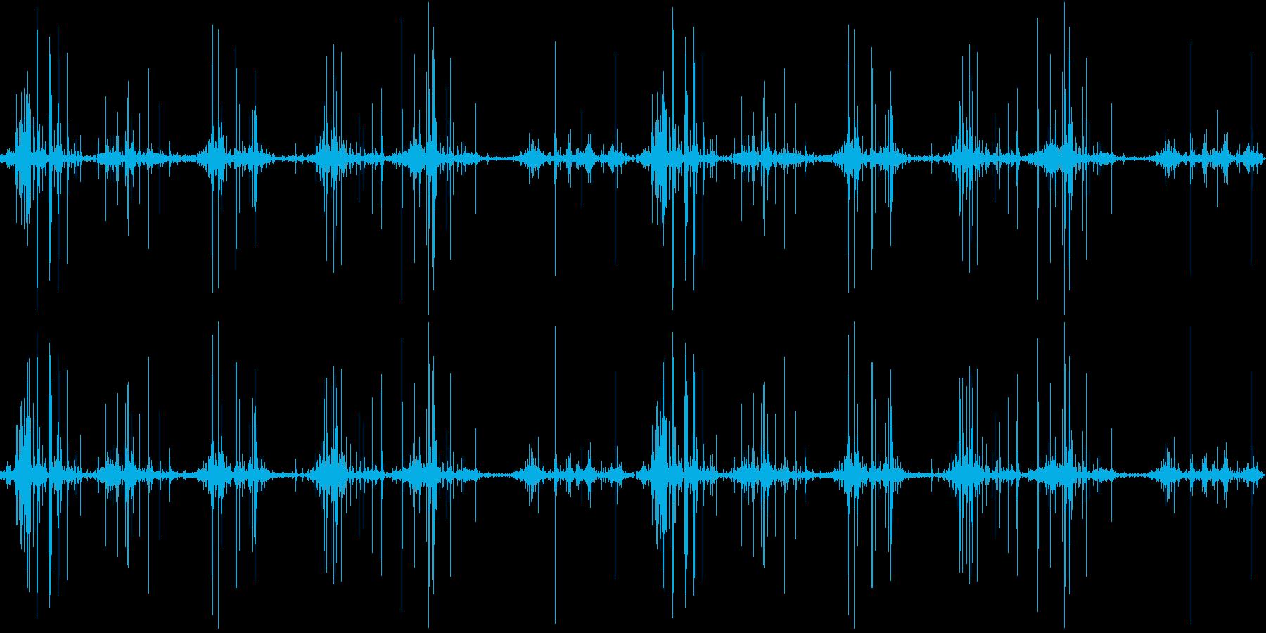 深めの山を歩く時の音のサンプリングの再生済みの波形