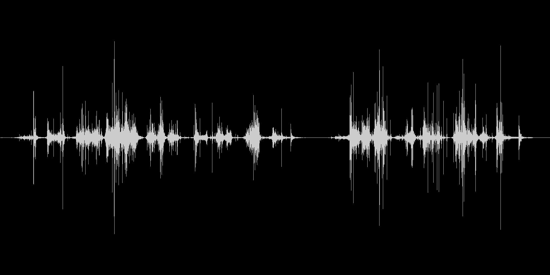 引き出しを漁る音の未再生の波形