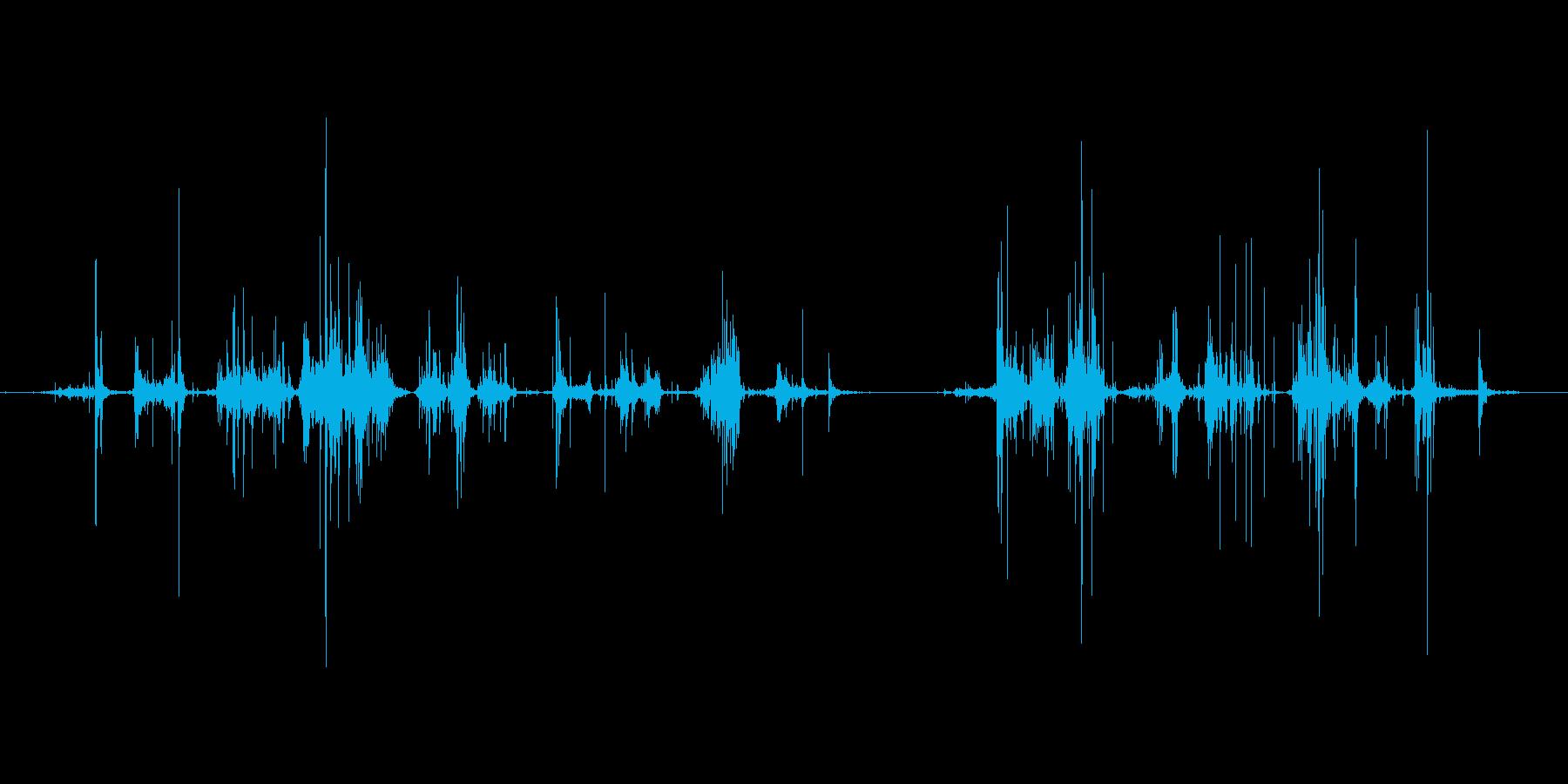 引き出しを漁る音の再生済みの波形