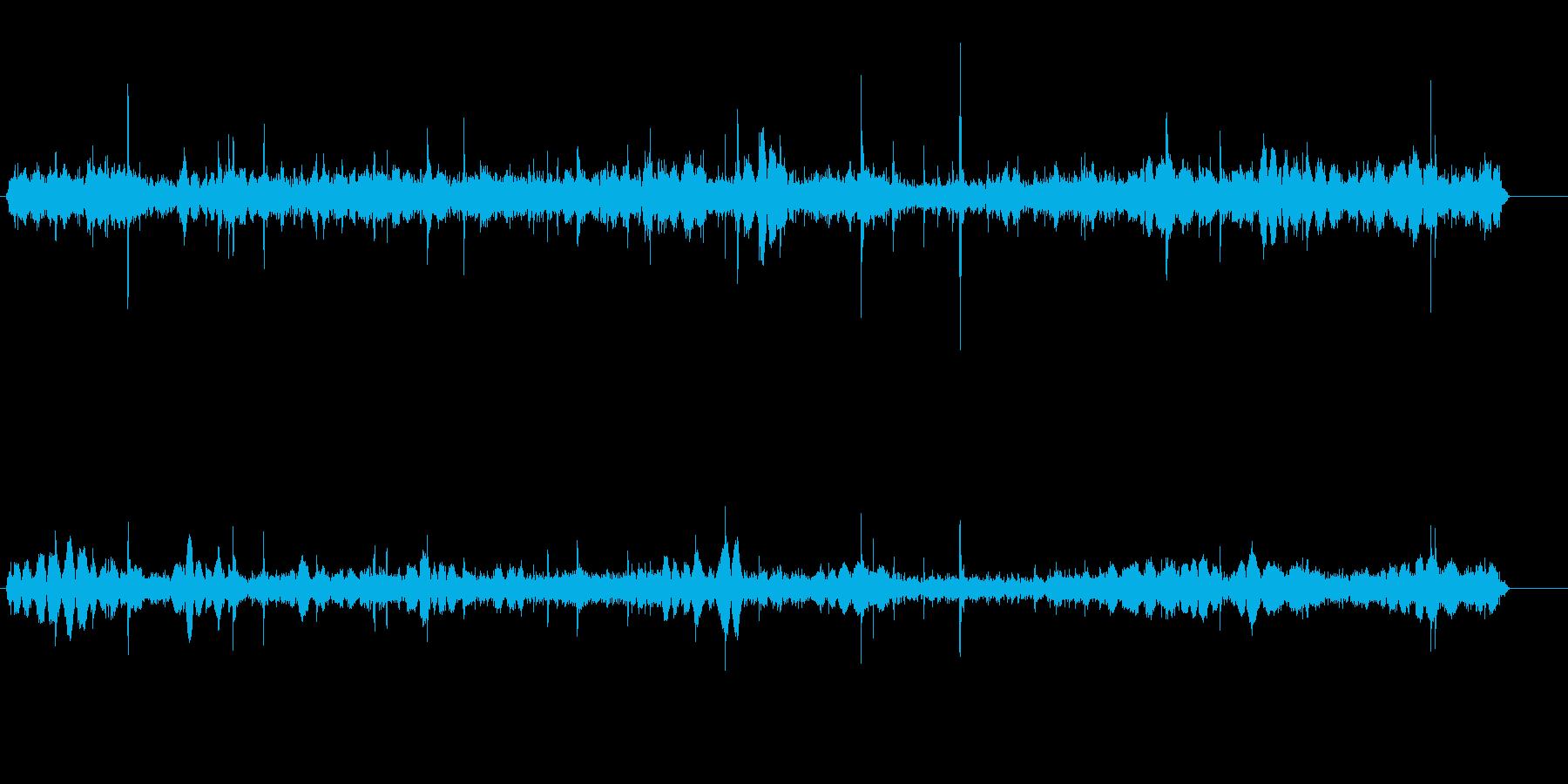 比較的強めの雨の音(自然音)の再生済みの波形