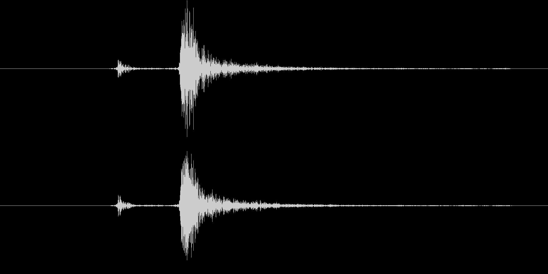 カチッ(装着、はめ込む、低い、重い)の未再生の波形