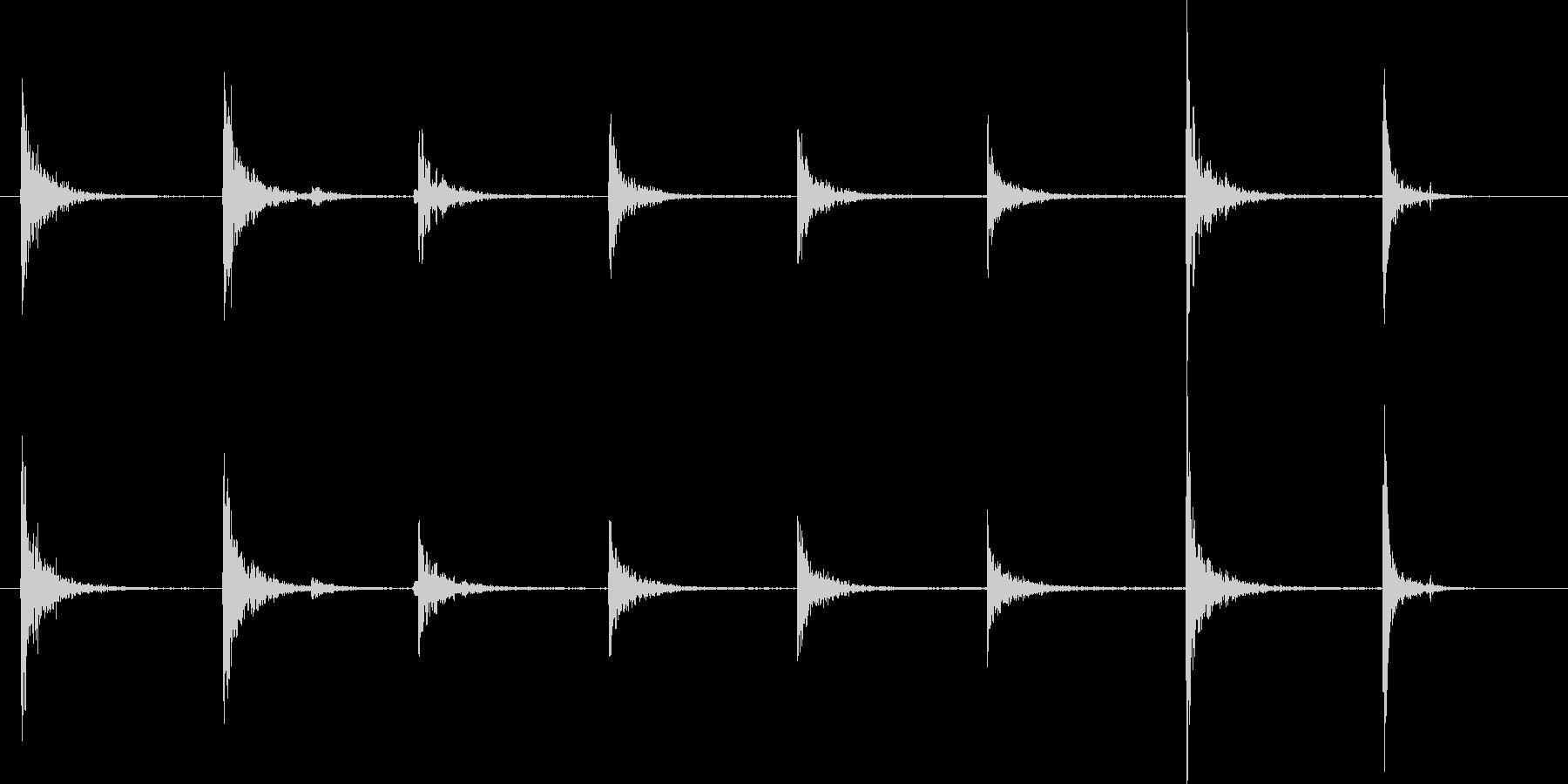 足跡-セラー階段を上下に歩くの未再生の波形