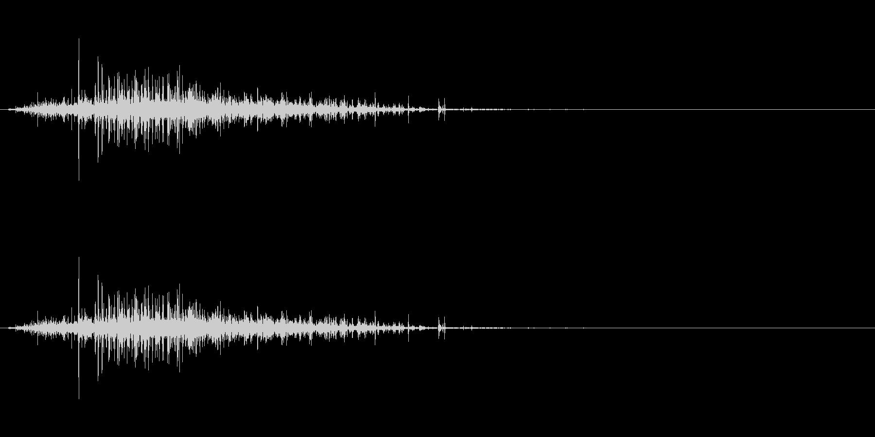 【生音】ジャラーという粒が流れる落下音の未再生の波形