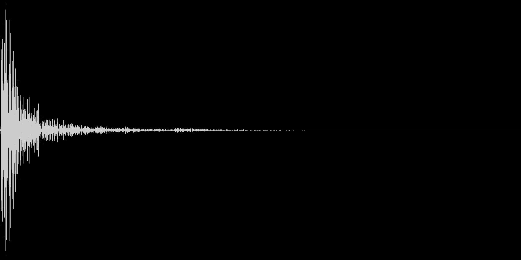 パチン(壁のスイッチを押した音)の未再生の波形