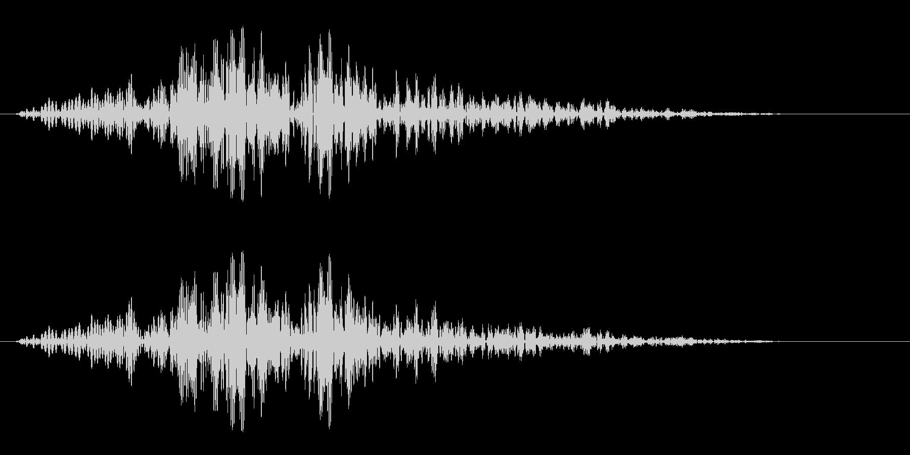 バサッ(軽いものが倒れたような音)の未再生の波形
