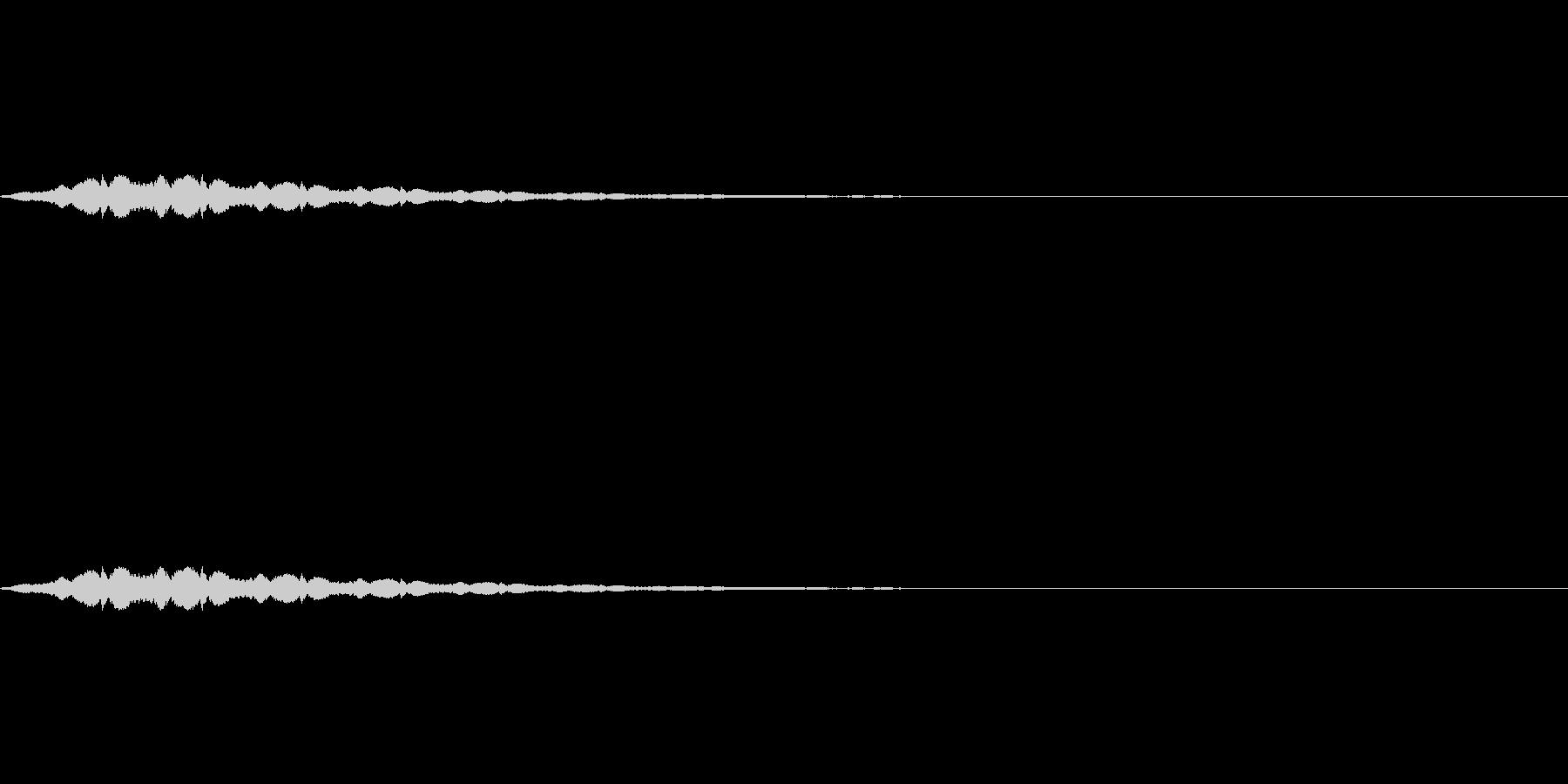 短いパトカーのサイレン「ウーウー」の未再生の波形