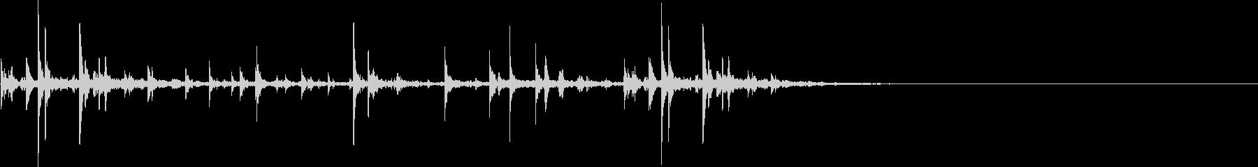 耳にやさしいウッドベルの音、カラカラの未再生の波形