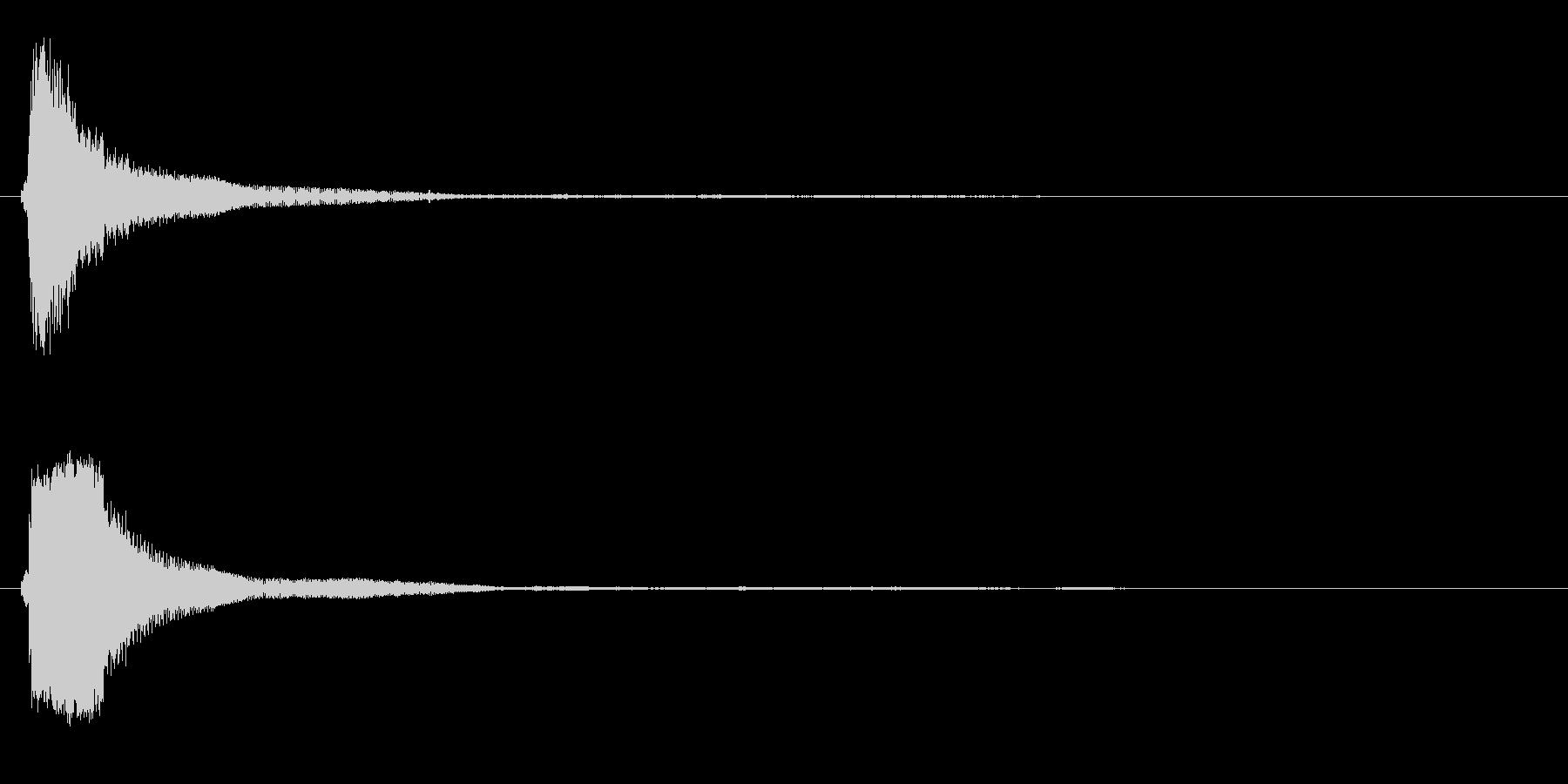 チン(グラスを叩く音)の未再生の波形