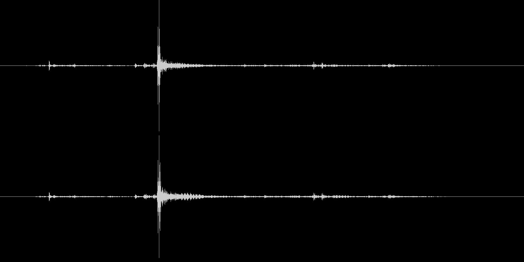 ロック解除されているレザーバッグの未再生の波形