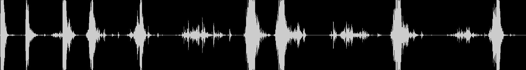 金属チェーンの動きとドロップ、高音...の未再生の波形