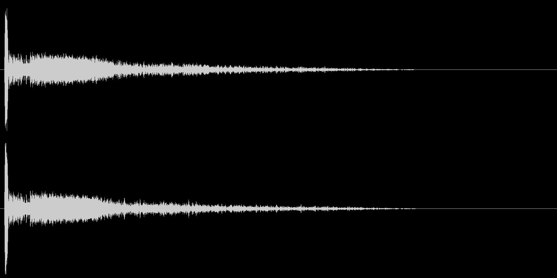 大砲・爆発音12:中距離、残響のある爆発の未再生の波形