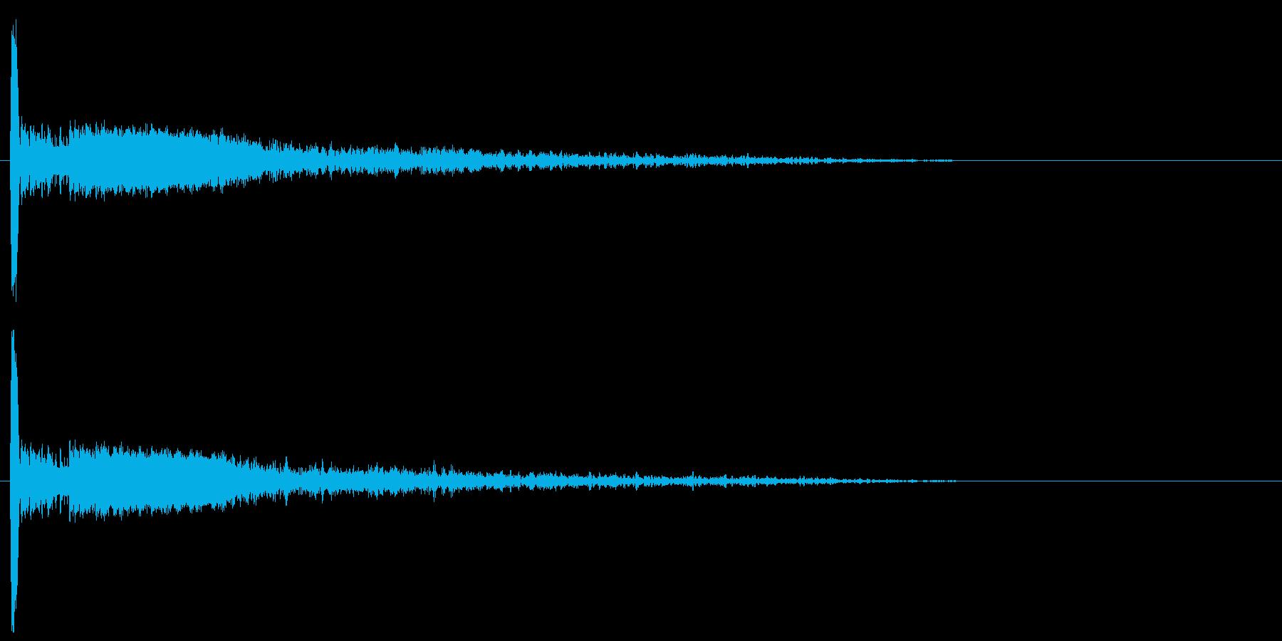 大砲・爆発音12:中距離、残響のある爆発の再生済みの波形