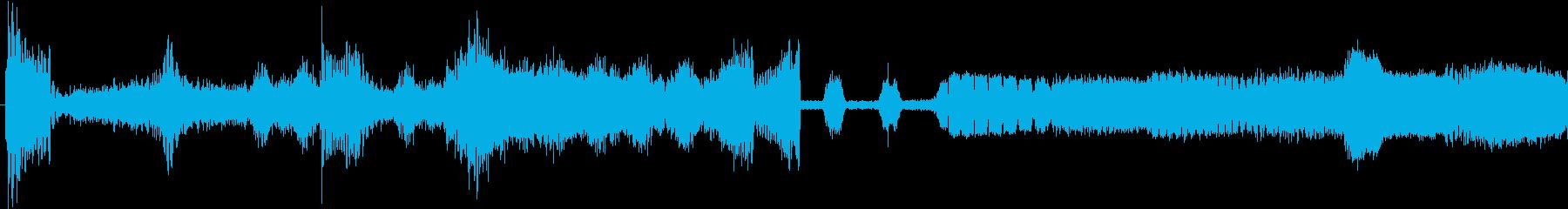 跳ね返るショートレーザーバーストの再生済みの波形