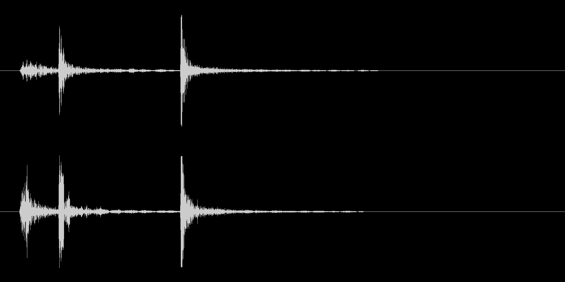 カチッ(駒を置いた時のような音)の未再生の波形