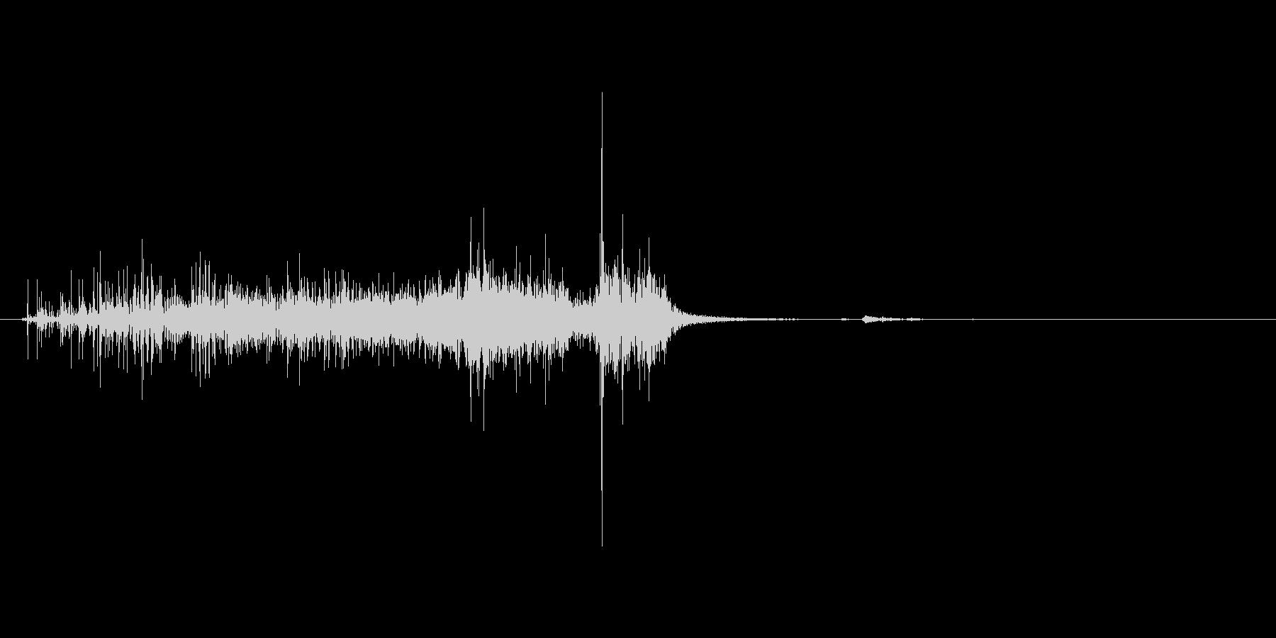 紙を破る音。ビリビリの未再生の波形