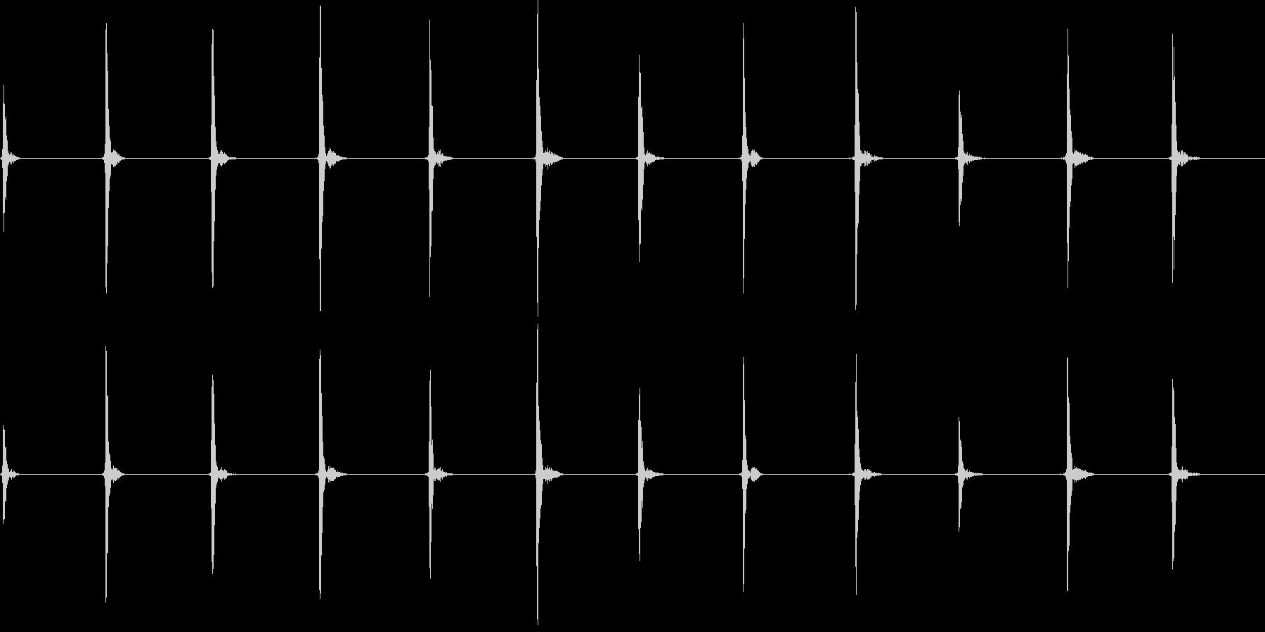 カッコッカッコッカッコッ…(柱時計の音)の未再生の波形