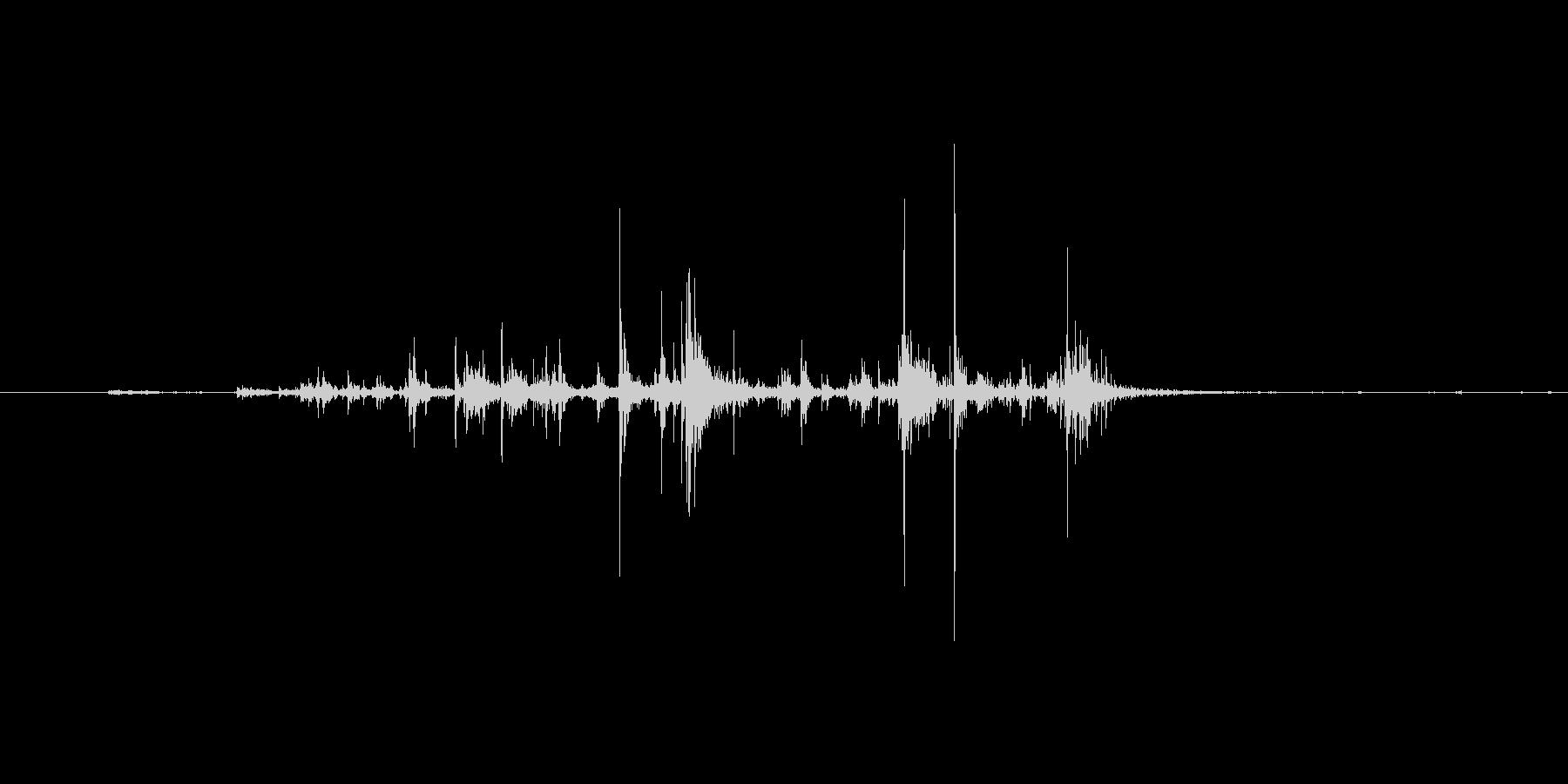 サクッ(スナック菓子を食べる音)の未再生の波形