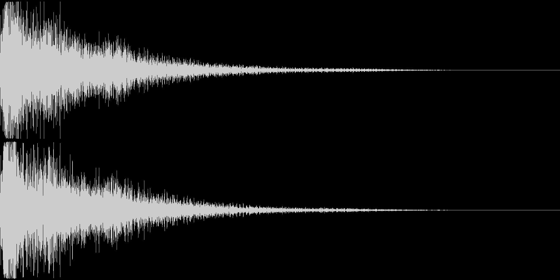 派手な爆発音+ガラスの割れる音の未再生の波形