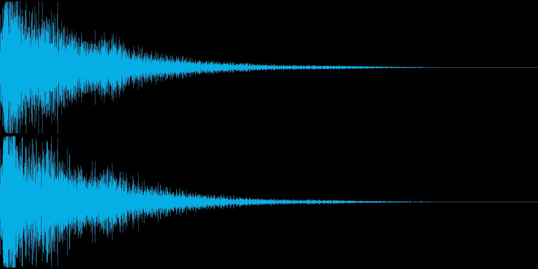派手な爆発音+ガラスの割れる音の再生済みの波形