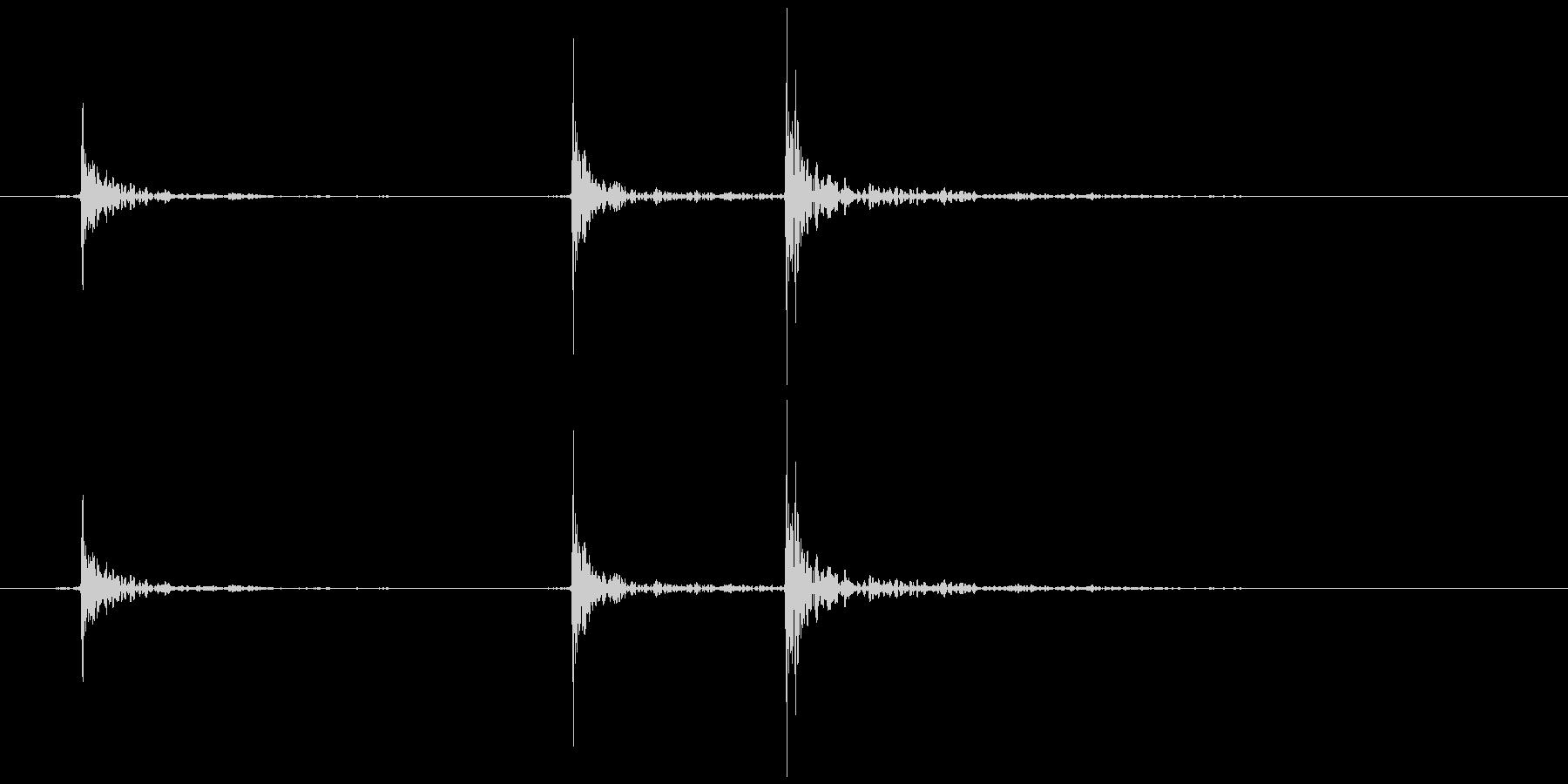軋む(床など) ギッ、ギギの未再生の波形