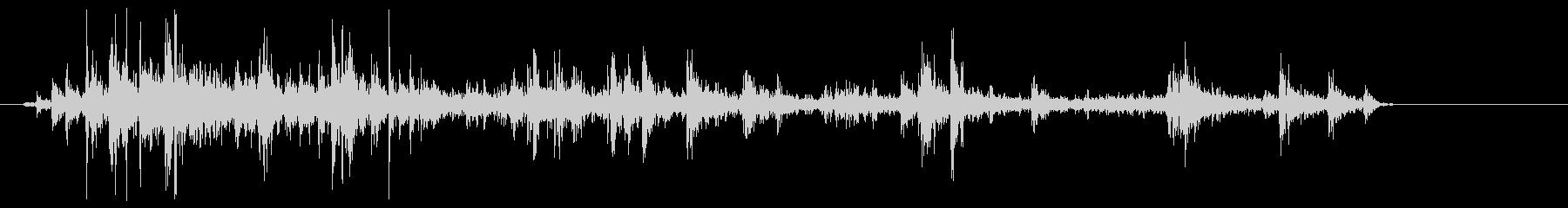 クシャクシャクシャ(紙が擦れる音)の未再生の波形