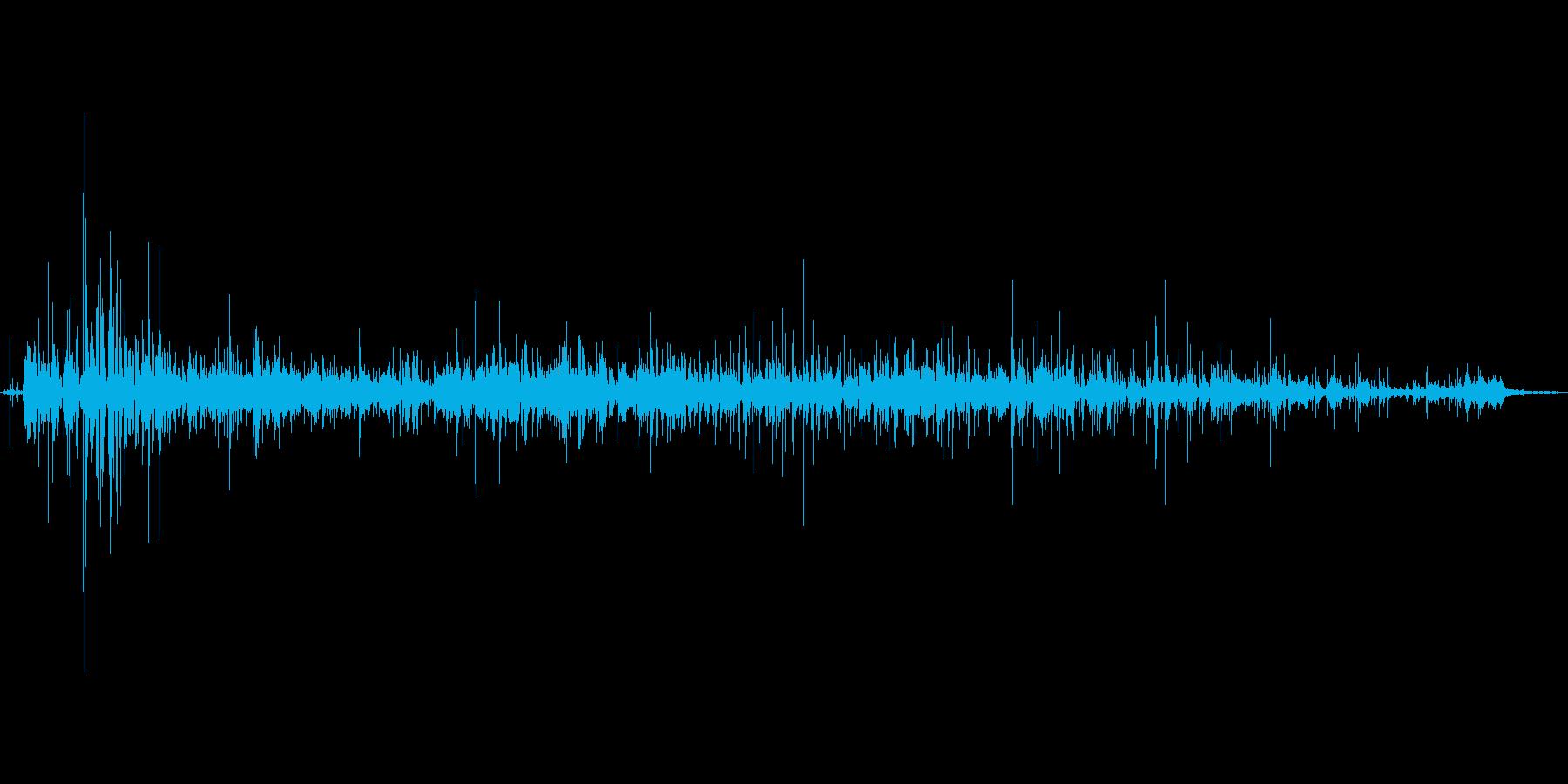 紙を破る音。ビリビリの再生済みの波形