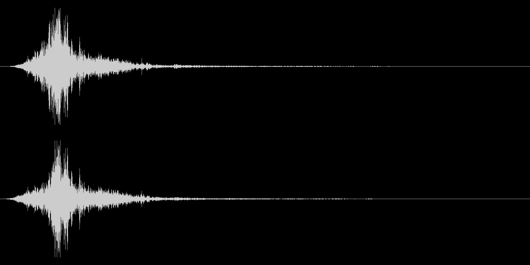 マントをバサッとする音2 ステレオ感の未再生の波形
