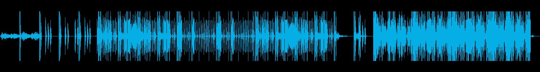 歪んだ感じの4つ打ち系の曲 の再生済みの波形
