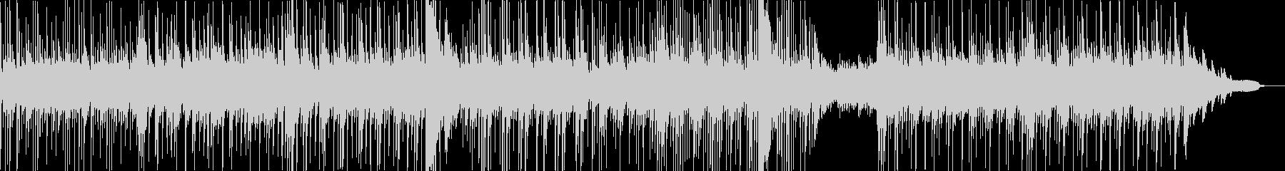 ピアノが響く現代的・都会的なサスペンス曲の未再生の波形