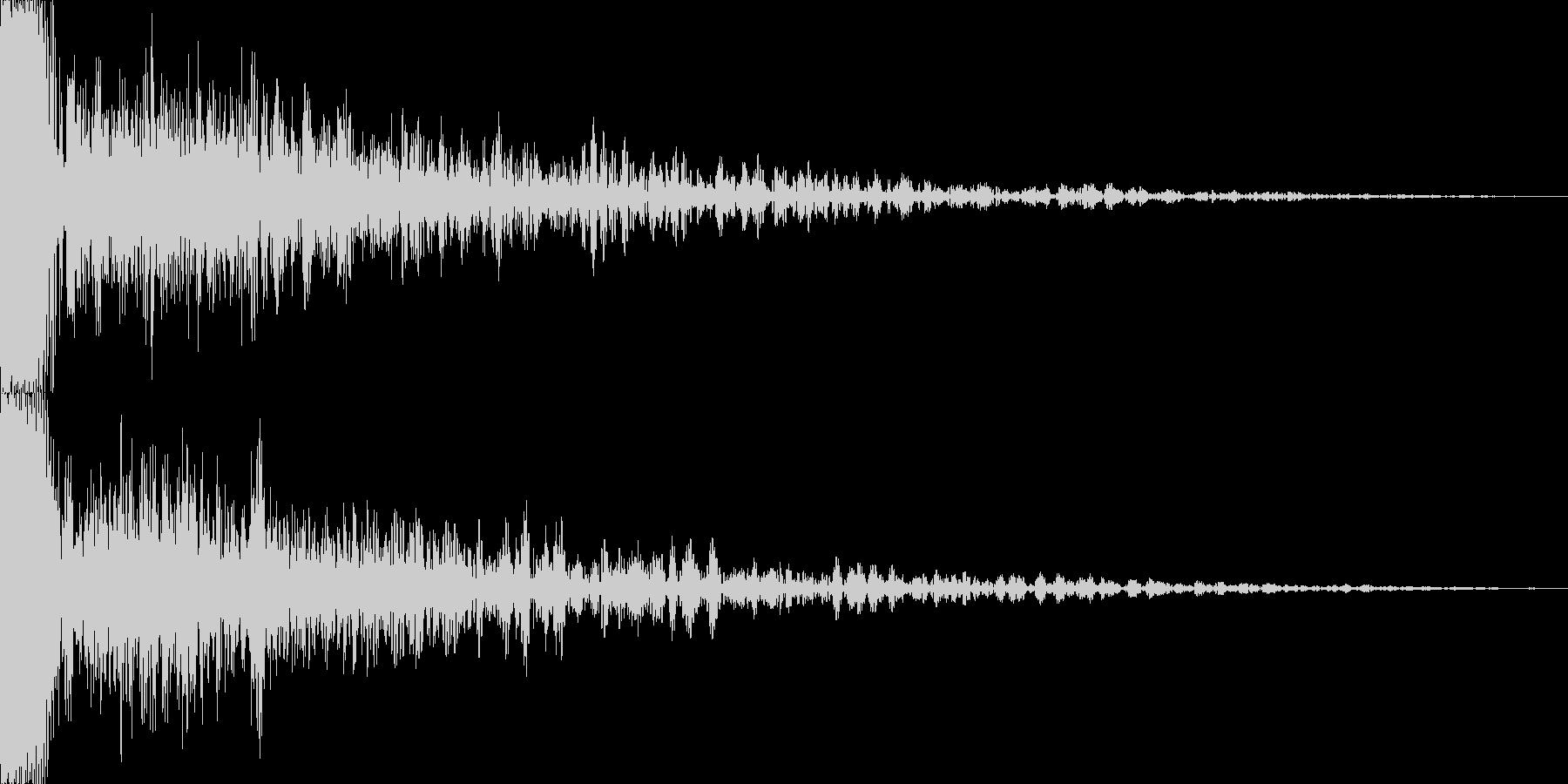 低音の効いてる余韻の長いドーンの未再生の波形