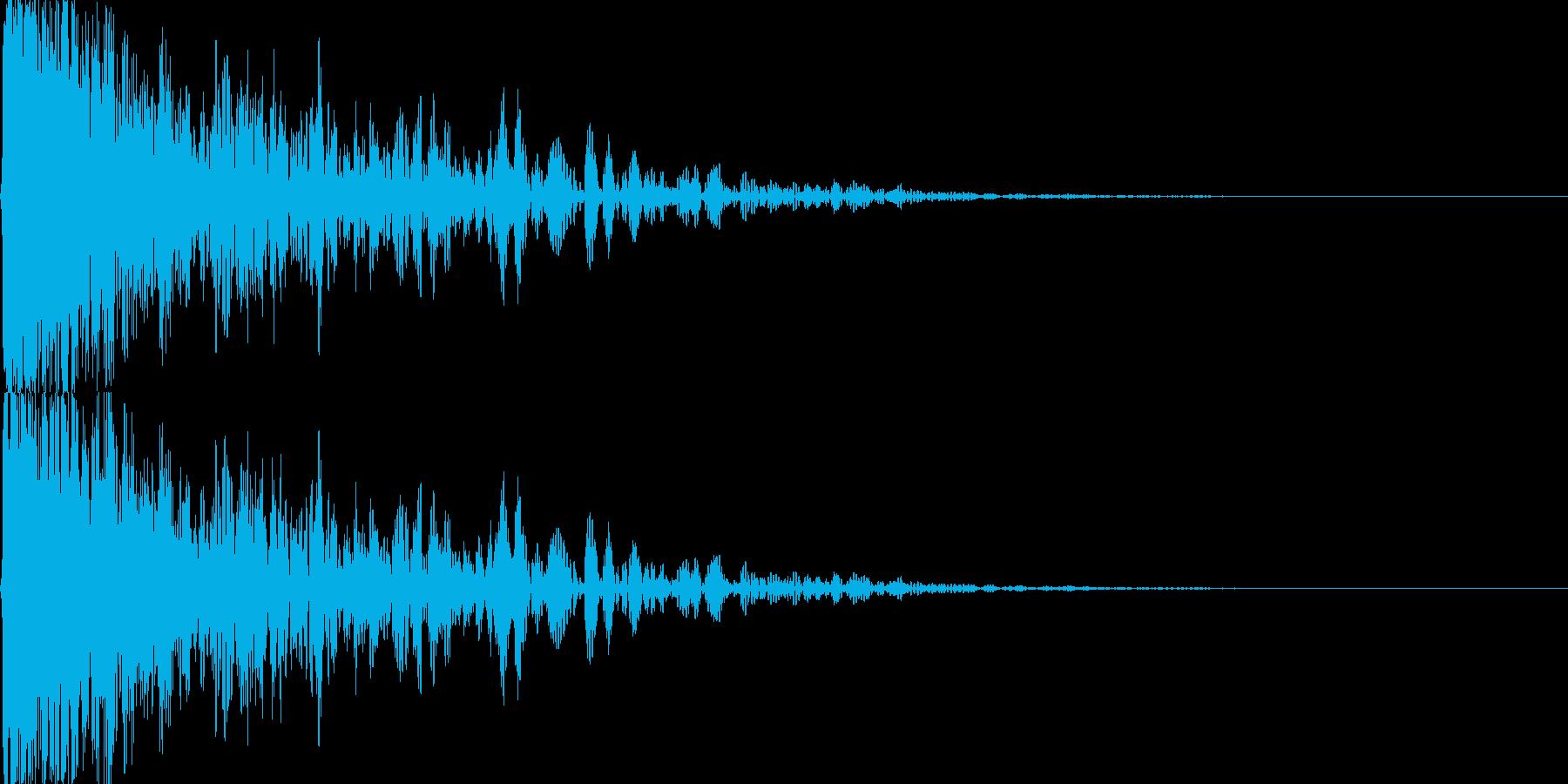 フィルターが掛かったような爆破音の再生済みの波形