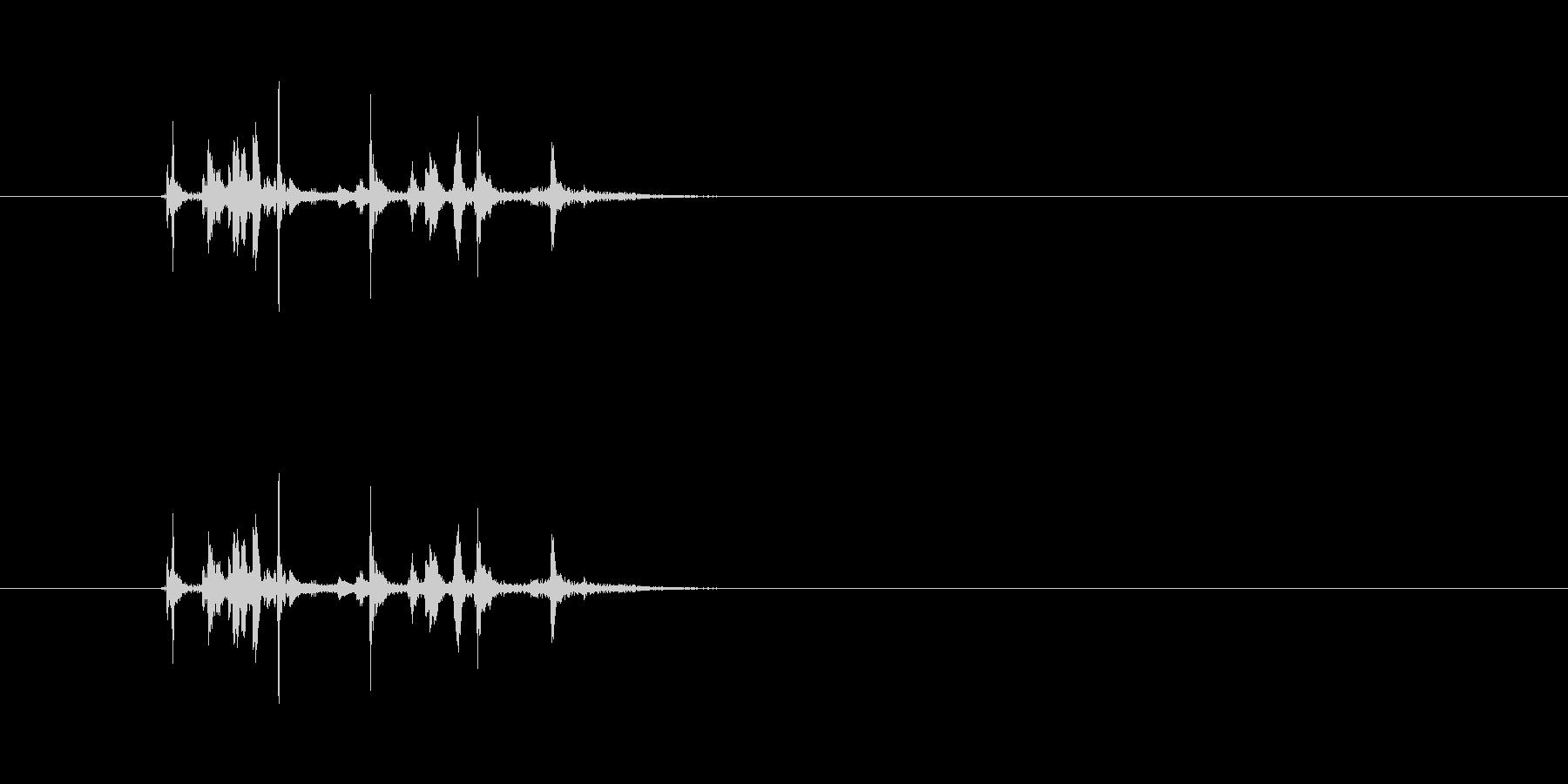 (カチャカチャ)金属の物を置く音です。の未再生の波形