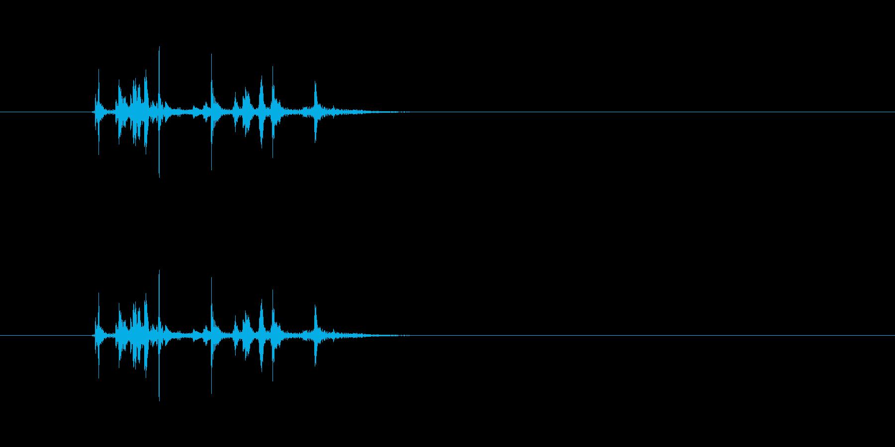 (カチャカチャ)金属の物を置く音です。の再生済みの波形