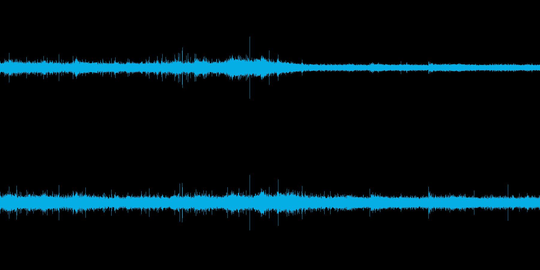 バイノーラル録音で肉を焼く音の再生済みの波形
