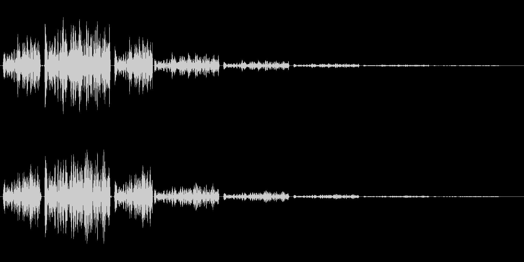 バネが弾むようなインパクトのある起動音の未再生の波形