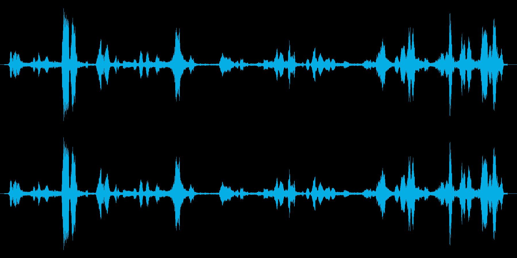 重い無線通信の干渉の再生済みの波形