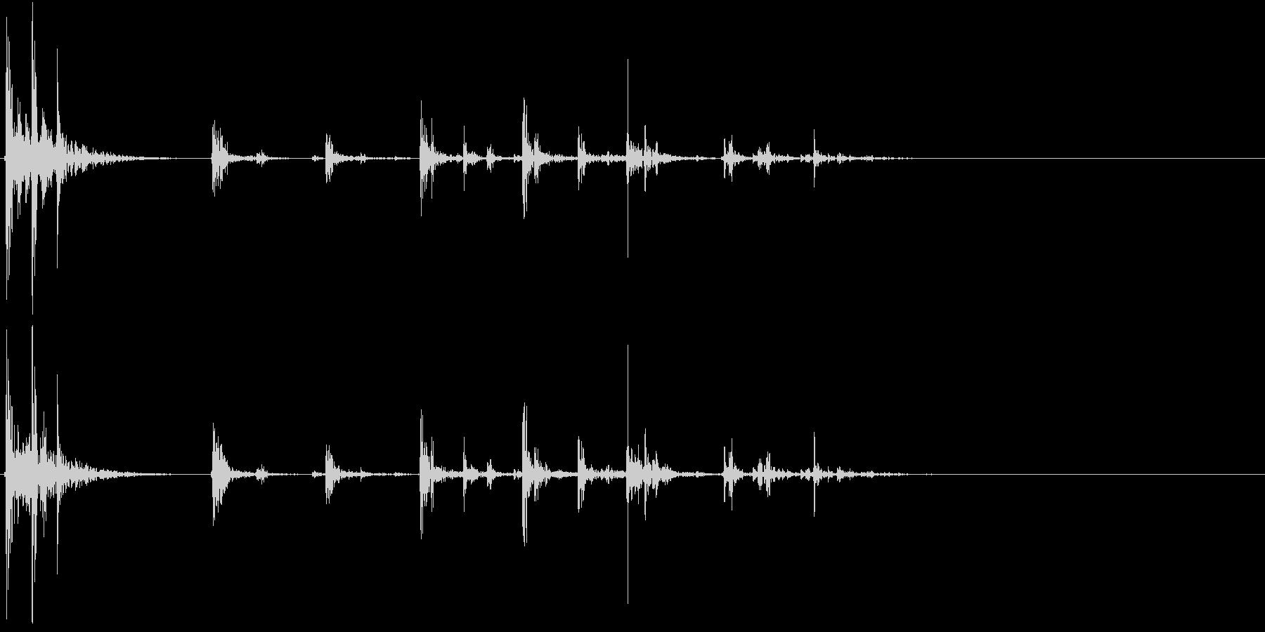 【生録音】プラスチックの容器が転がる 4の未再生の波形