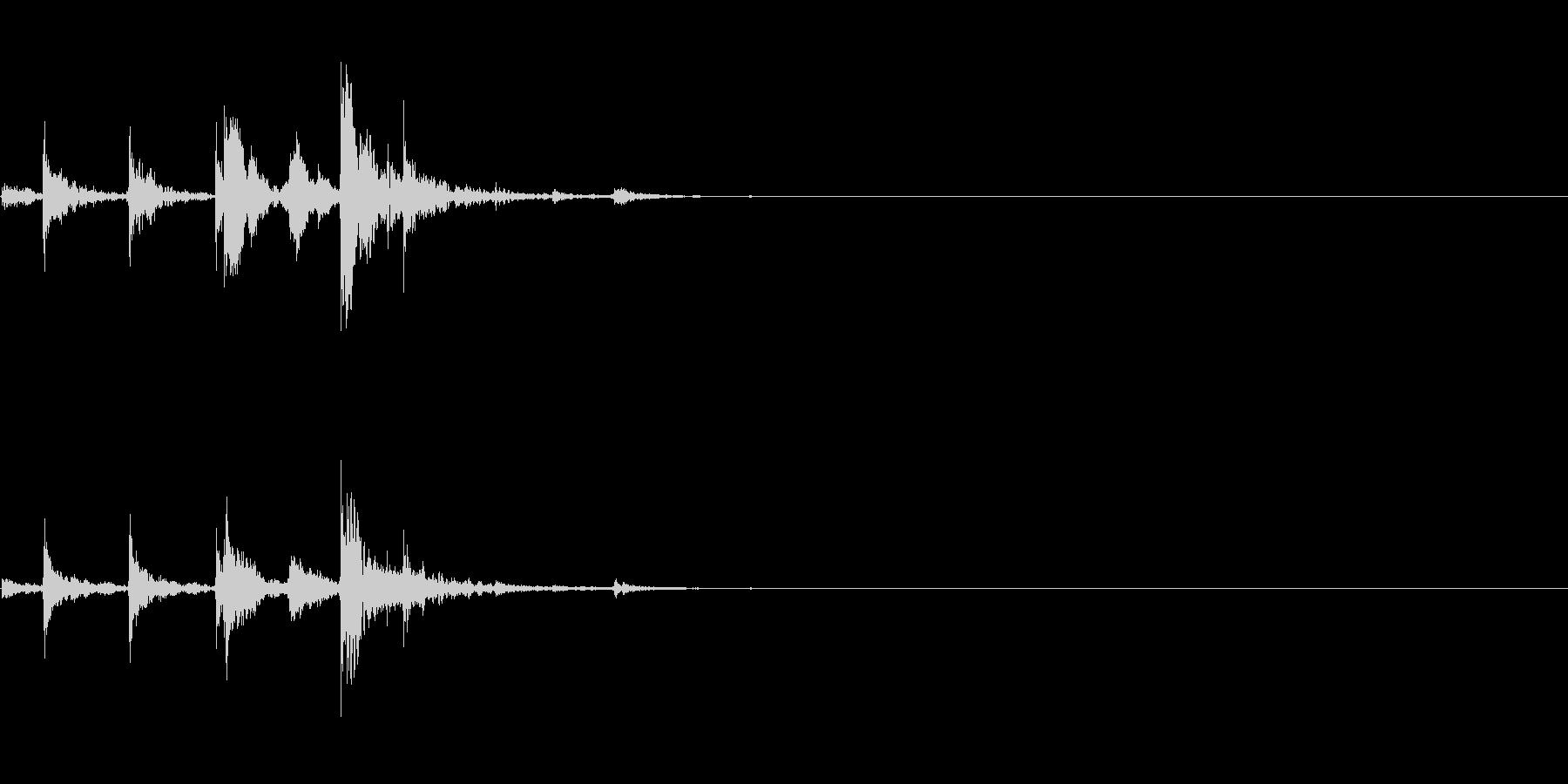 ロックグラスに氷を入れる(コロコロ)の未再生の波形
