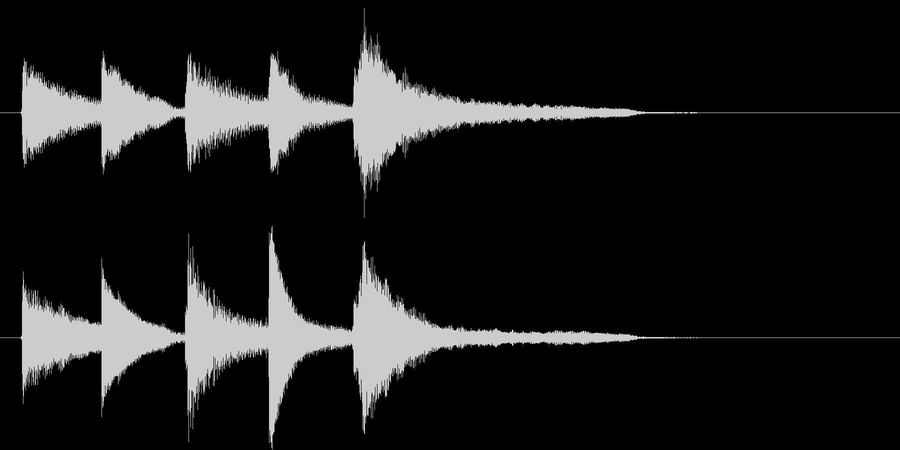 ピアノの明るく切ないジングルの未再生の波形