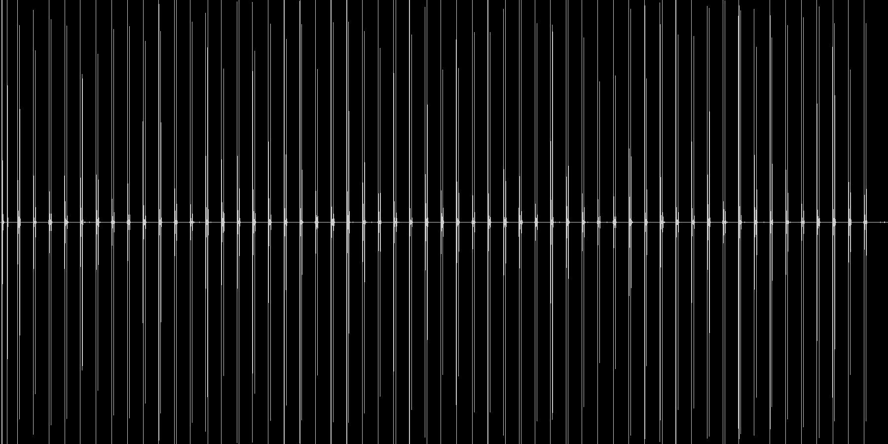 スニーカーでタイル張りの道を走る音の未再生の波形