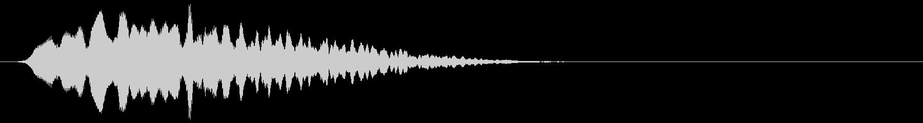 不気味で金属的なエコーする効果音の未再生の波形