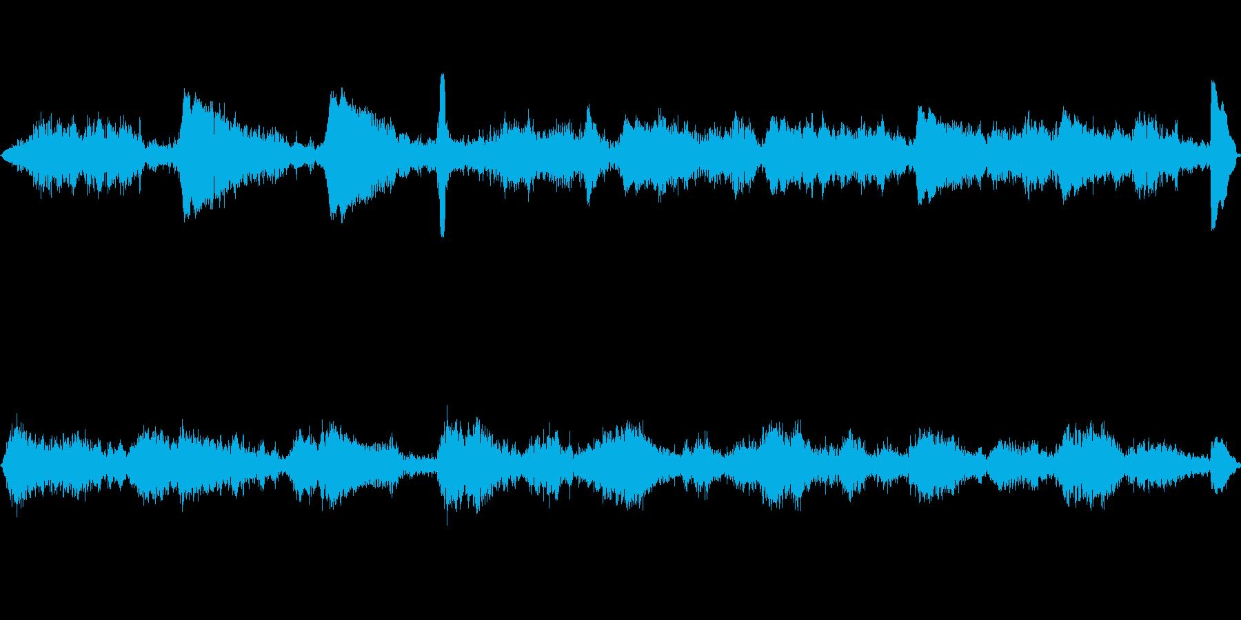 水の音とシンプルなエレピの再生済みの波形