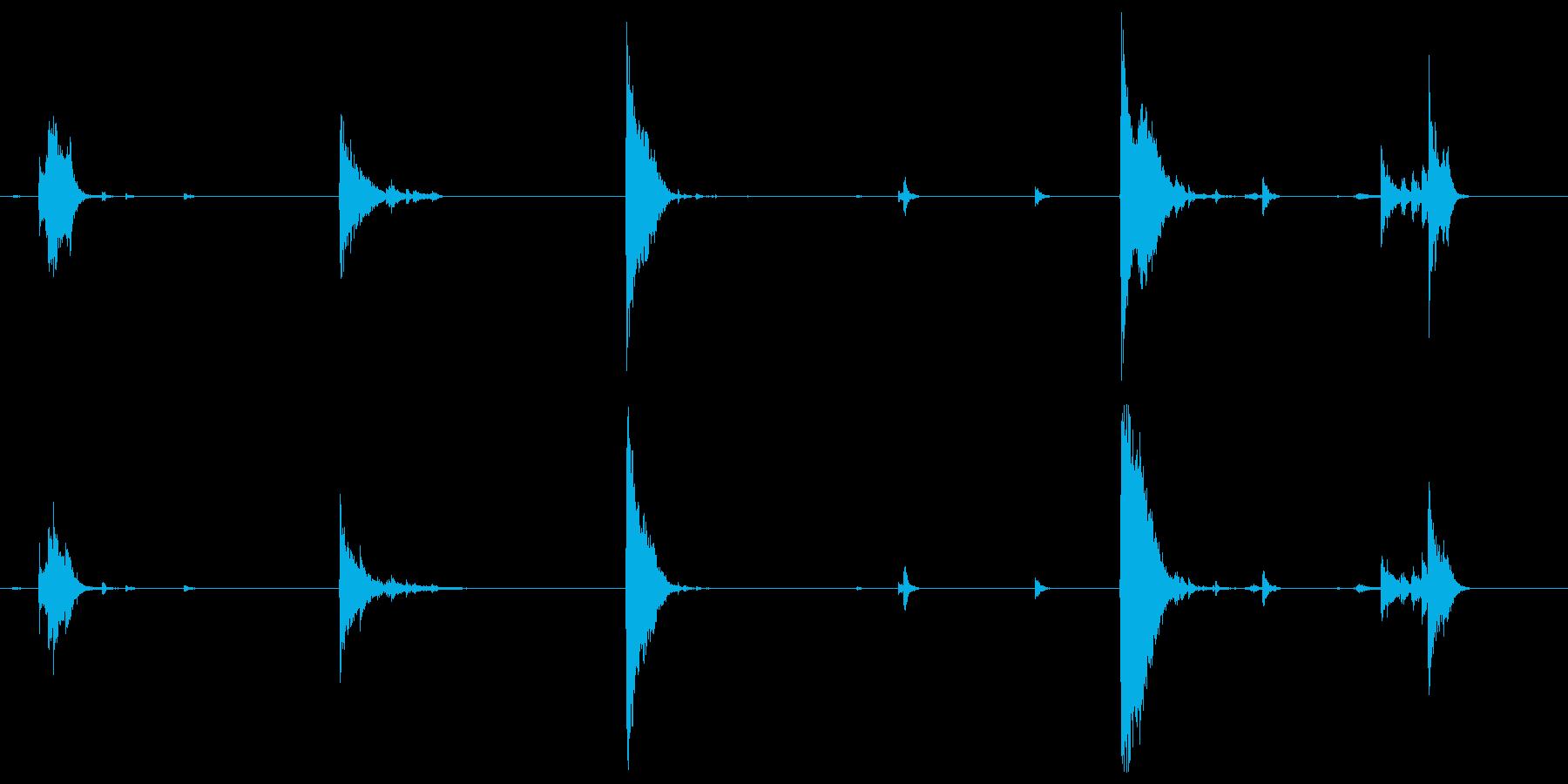 アルミニウム板、軽いガラガラとデブ...の再生済みの波形
