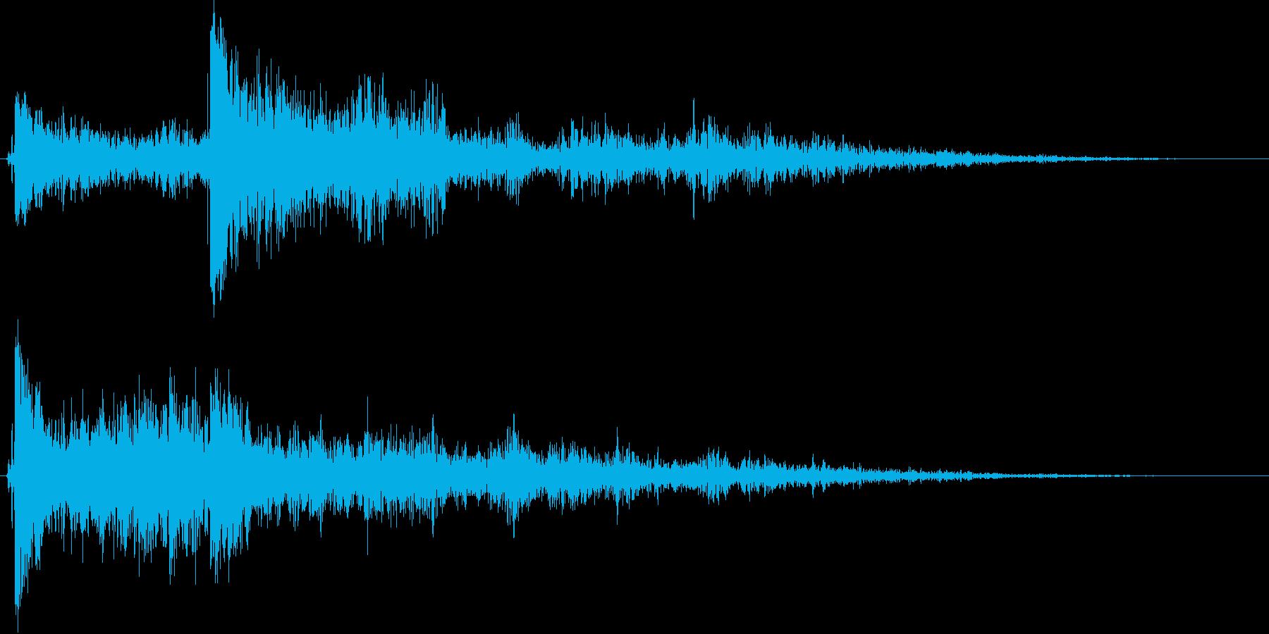 【爆発系効果音】左右で爆発が起きる音の再生済みの波形