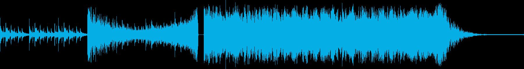 緊迫感のある太鼓とストリングスの再生済みの波形