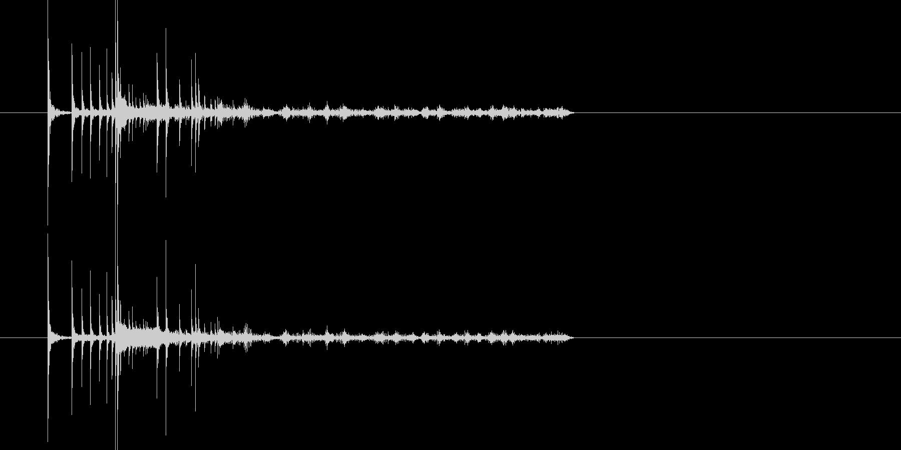 2つのコインがそれぞれに回って転がる音の未再生の波形