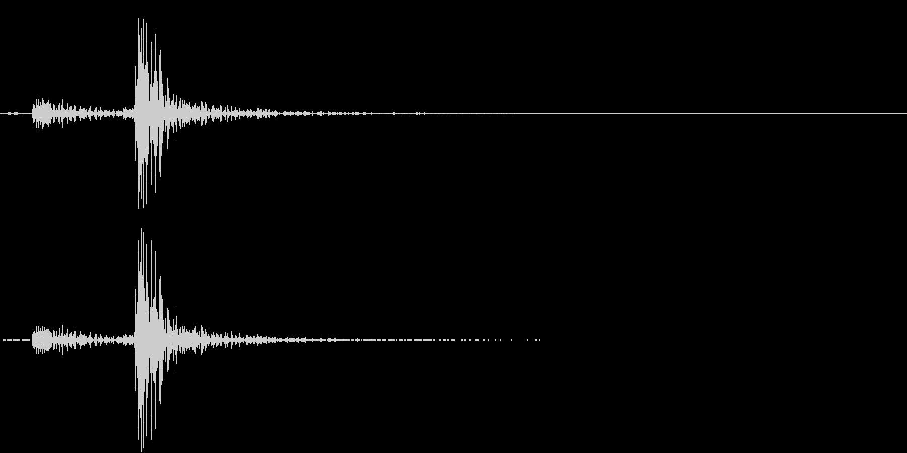小型:ドアを閉める小型家電の未再生の波形
